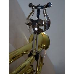 Trumpetová lyra - notový držák,  uchycení na ústnici (eso), niklovaná